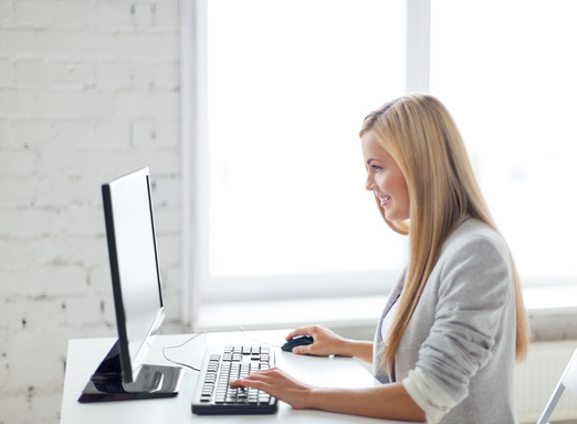 photodune-4906503-businesswoman-with-computer-in-office-xs.jpg